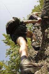 Wanderer an steiler Wand