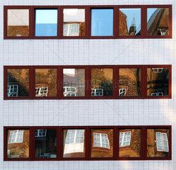 Alte Fenster in neuen Fenstern