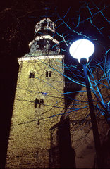 Beleuchteter Kirchturm