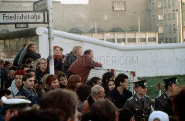 Grenzuebergang Checkpoint Charlie 10.11.1989