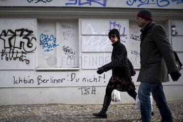 Graffiti Ich bin Berliner Du Nicht und Schwaben Raus