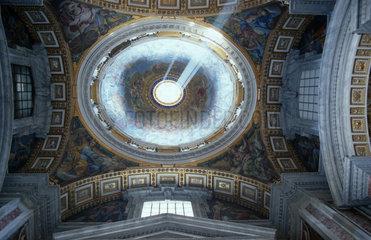Lichtstrahl in der St.Peter Basilika