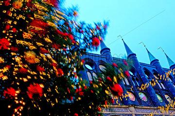 Stuermisch auf dem Weihnachtsmarkt.