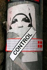Street art ueberlagerung zum Thema constructive dialog