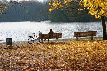 Berlin - Herbstsonne an der Spree