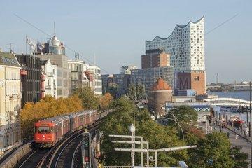 Johannisbollwerk mit Elbphilharmonie  Hamburg