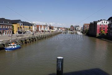 Ebbe und Flut im Hafen Husum