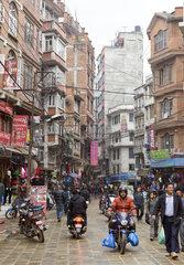 Geschaeftsstrasse in Kathmandu  Nepal