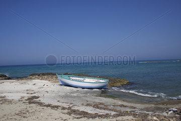 Holzboot in Apulien