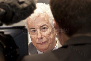 Ken Follet stellt auf der Buchmesse Frankfurt 2012 sein neues Buch *Winter der Welt* vor.