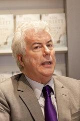 Kenn Follet stellt auf der Buchmesse Frankfurt 2012 sein neues Buch *Winter der Welt* vor.