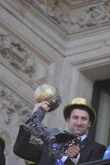 Champions League Gewinner HSV auf dem Rathausbalkon  Igor Vori  mit pokal