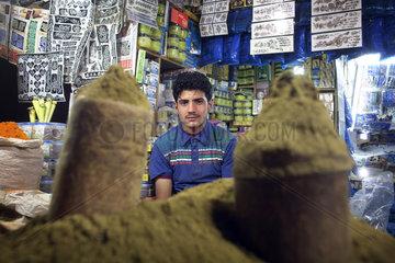 Gewuerz- und Rosinenverkaeufer in Sanaa