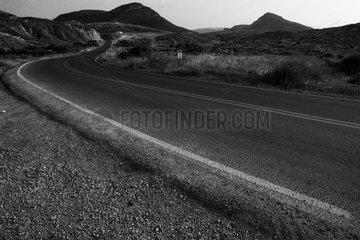 Eine einsame Landstrasse