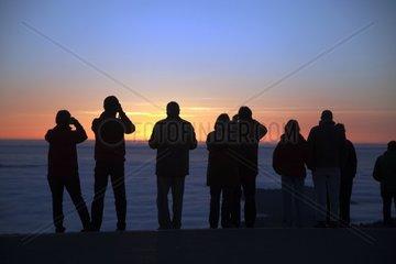 Menschensilhouette vor einem Sonnenuntergang