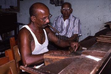 Arbeiter in der Zigarrenfabrik