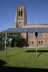Photovoltaikanlage vor die Auferstehungskirche in Berlin -Friedrichshain