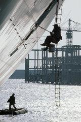 Italy  Liguria  Genoa harbour  maintenance of the hull of a ship