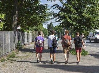 Jugendliche im sommerlichen Berlin