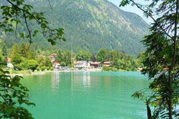 Dorf Walchensee am Walchensee in den bayrischen Alpen