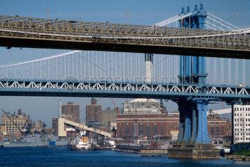 USA  New York  Brooklyn and Manhattan bridges