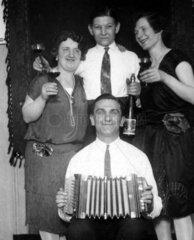 1920  Party mit Wein und Bier