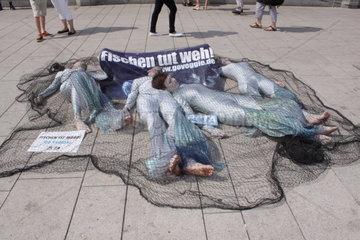 Peta Protest gegen Fischfang  Hamburg