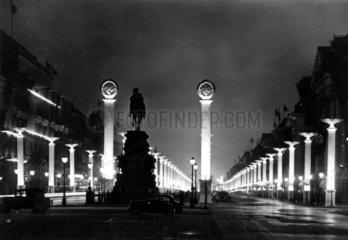 Nazi Festschmuck am Unter den Linden