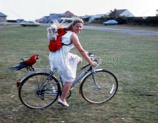 Fahrradtour mit Papagei und Pudel