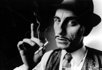 Mafiosi raucht