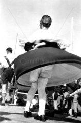 Frau Tracht Unterhose Tanz
