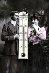 Paar mit Thermometer