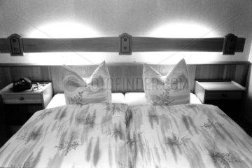 leeres Doppelbett