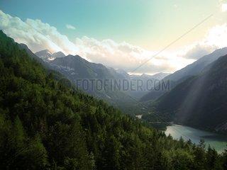 Bergsee mit Schmelzwasser