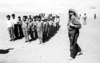 Arafat mit Kindersoldaten