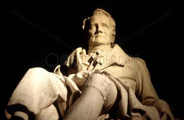 D-Berlin: Denkmal Wilhelm v. Humboldt Sprachforscher 1767-1835