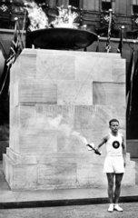 Anzuendung der olympischen Flamme 1936