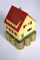 Haus auf 50_cent Stuecken gebaut