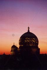 D-Berlin: Neue Synagoge im Abendlicht