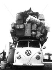 VW-Bus ueberladen