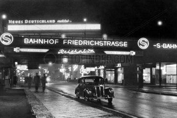 Berlin  Bahnhof Friedrichstrasse bei Nacht