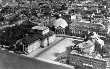 D-Oper und St. Hedwigs Kathedrale 1747 begonnen 1773 abgeschlossen