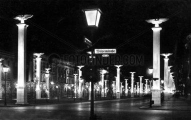 Berlin 1938 Nazifestschmuck bei Nacht