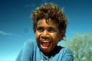 lachender Aboriginejunge