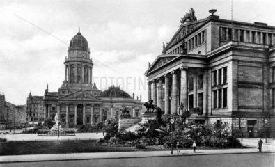 D-Berlin Gendarmenmarkt Schauspielhaus Neue Kirche  ca 1926