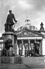 D-Berlin  1930  Bismark und der Reichstag