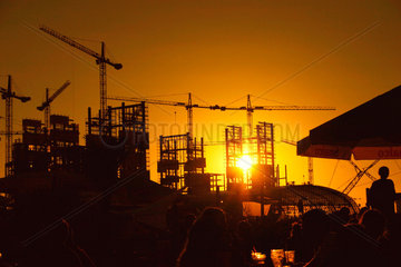 Berlin - Sonnenuntergang ueber die Baustelle am Lehrter Bahnhof  aus der Bundesp