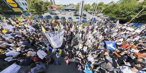 Bundesweite Demonstration von Jesiden gegen die Graeuel der Terrororganisation Islamischer Staat (IS) in Bielefeld