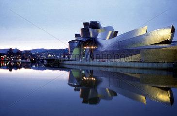 Guggenheim Museum am Wasser