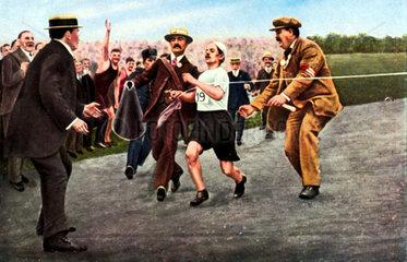 Dorando Pietri beim Zieleinlauf  Olymische Spiele 1908 in London